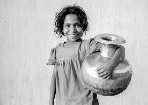 Bangladesh-Dhaka, Life in the slums. Girlwith watervessel.